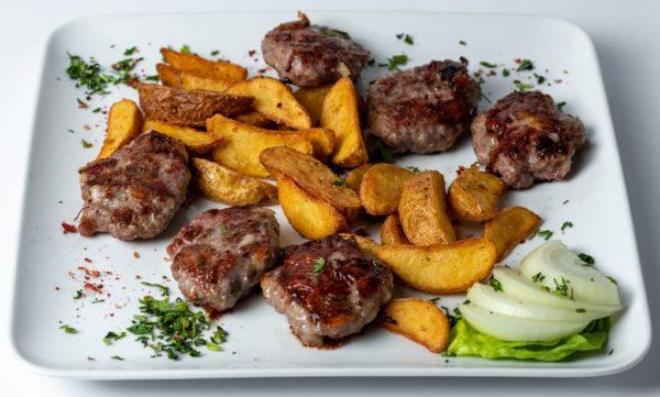 Leskovacki ustipci specijalitet sa pekarskim krompirom