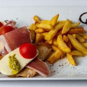 Parma piletina sa dodatkom mozzarele prsute i pomfrita