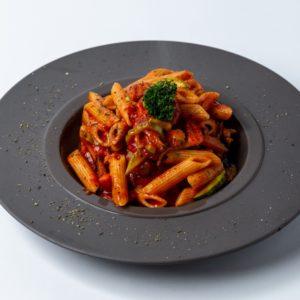 Pasta povrce sa prelivom od paradajz sosa i zacina