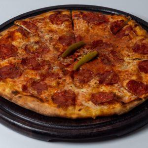 Pizza Diavolo Pelat, mozzarela, kulen, feferoni