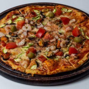 Pizza Fruti di Mare Pelat, mozzarella, plodovi mora, šampinjoni, tikvice, paradajz, čeri paradajz