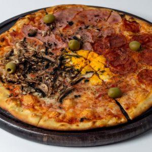 Pizza Quatro Stagioni Pelat, mozzarella, šunka, kulen, šampinjoni, masline, jaje