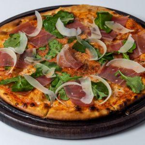 Pizza Toscana Pelat, mozzarella, pršuta, rukola, parmezan