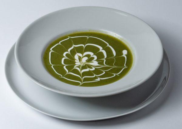 Potaz od brokula, crnog luka, maslinovog ulja i pavlake za kuvanje