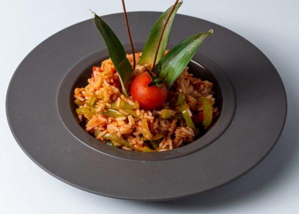 Rizoto sa povrcem uz odlicne zacine i dekoraciju cherry paradajza