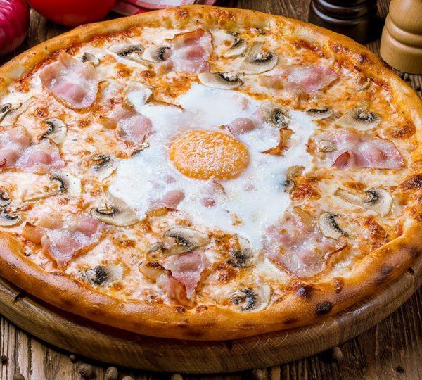 Pizza Carbonara Carbonara sos, mozzarella, šampinjoni, pančeta, parmezan, jaje