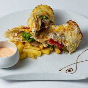 Tortilja sa prsutom Pršut, sir, kajmak, paradajz, pomfrit
