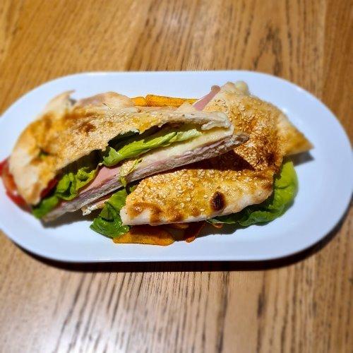 Index sendvic Pileća salama, sir, namaz, zelena salata, paradajz, pomfrit