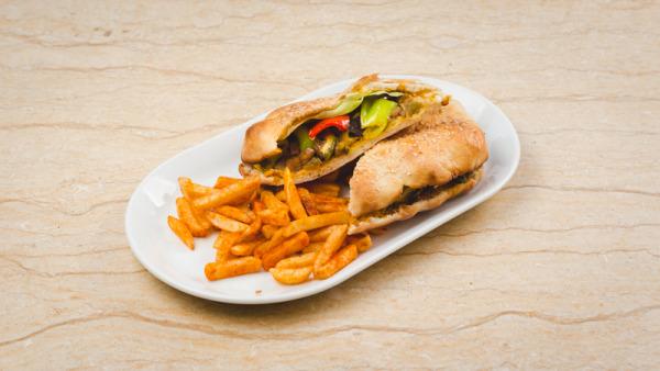 Veganski sendvic Tikvice, patlidžan, paprika, paradajz, zelena salata, senf, lepinja