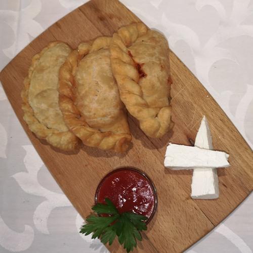 Pancerote na dasci Pileća šunka , sir , pelat/krem/džem